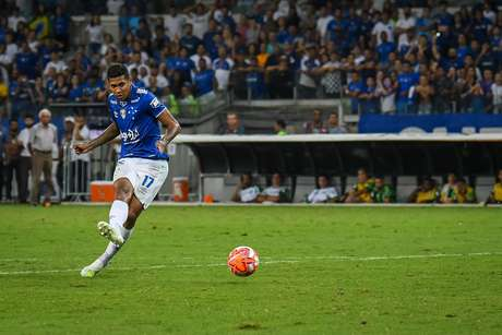 Raniel em ação pelo Cruzeiro