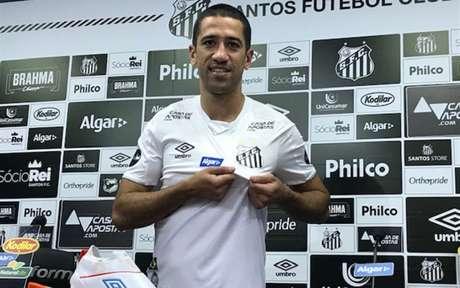 Evandro foi apresentado pelo Santos nesta quarta-feira, no CT Rei Pelé (Foto: Arthur Faria)