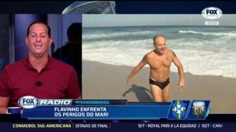 Flavio Gomes teve que cumprir promessa de mergulhar ao vivo (Foto: Reprodução)