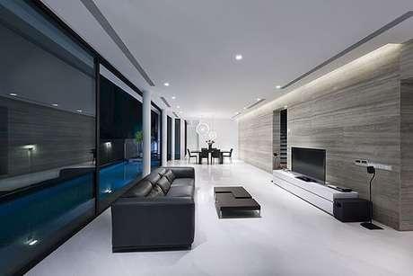 23. Casa moderna, ampla e clean commoldura de gesso e iluminação embutida. Fonte: Pinterest