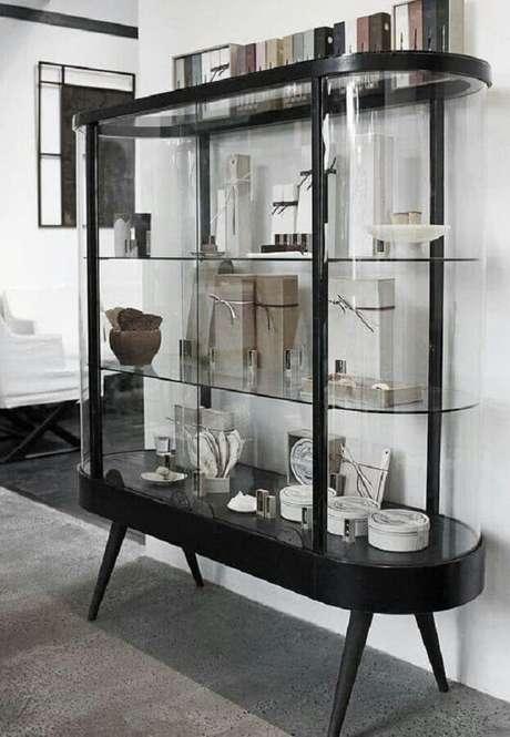 23. Modelo de cristaleira de vidro com design retrô – Foto: GoodNewsArchitecture
