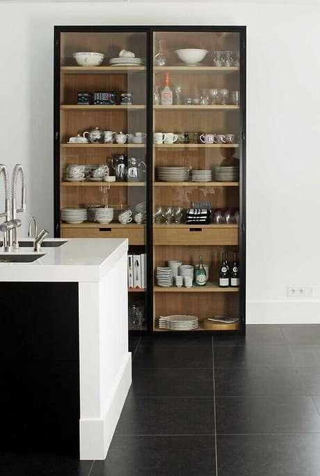 1. Invista em uma cristaleira para a decoração do seu lar – Foto: Apartment Therapy