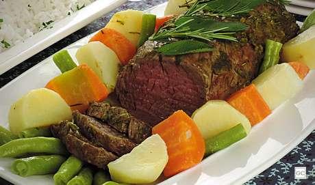 22. Filé-mignon ao forno com legumes