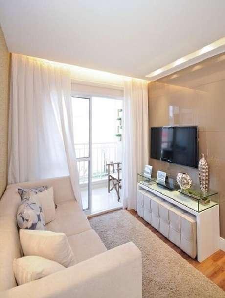 27.Moldura de gesso drywall com rasgo de luz acima do rack e cortineiro iluminado. Fonte: Blog Gesseiro