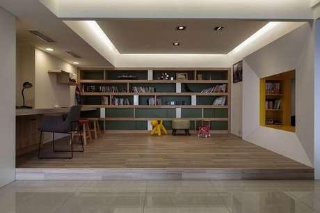 28. Home office decorado commoldura de gesso e iluminação embutida. Fonte: Homedgsn