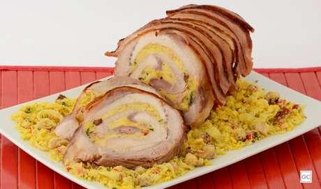 13. Lombo encapado com bacon e farofa