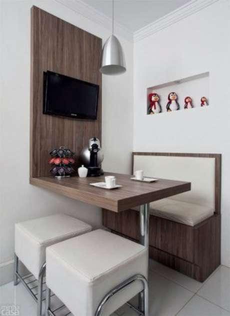 17. Mesa dobrável de parede para café da manhã