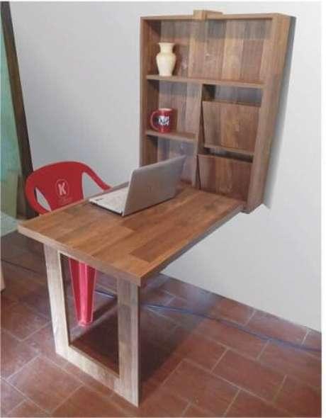 24. Mesa dobrável de parede como escritório