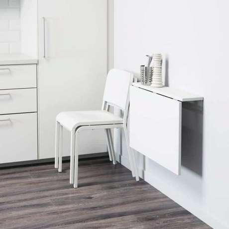 23. Mesa de parede dobrável para cozinha na cor branca