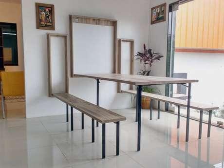 35. Mesa dobrável de parede no lugar da mesa de jantar