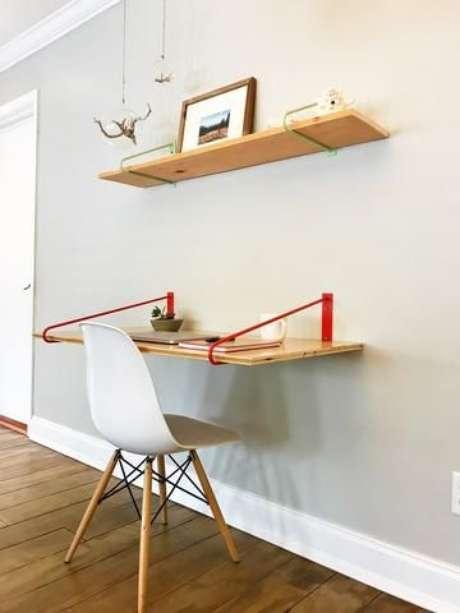 61. Mesa dobrável de parede para estudos