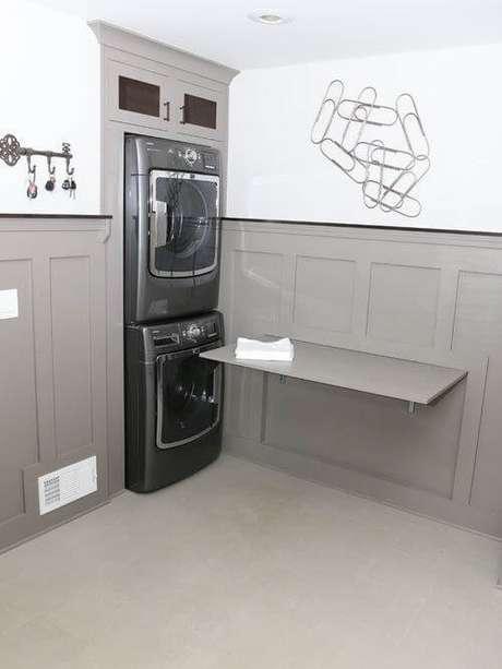 45. Mesa dobrável de parede para lavanderia
