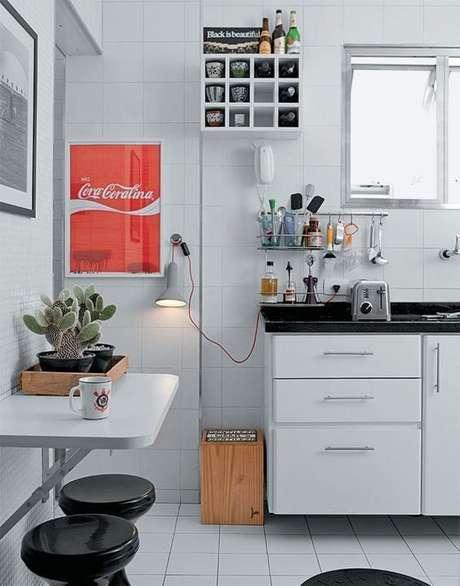 44. Mesa dobrável de parede com suporte para cozinhas pequenas
