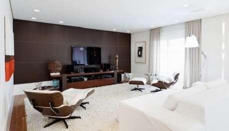 41. Moldura de gesso cortineiro utilizada nessa sala de estar. Fonte: Pinterest