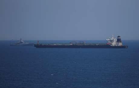 Super-petroleiro Grace 1 ancorado nas águas do território ultramarino britânico de Gibraltar.  REUTERS/Jon Nazca 04/07/2019