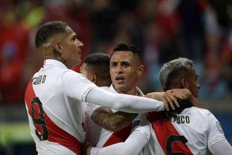 Guerrero marcou o último gol do Peru no jogo (Foto: Juan MABROMATA / AFP)