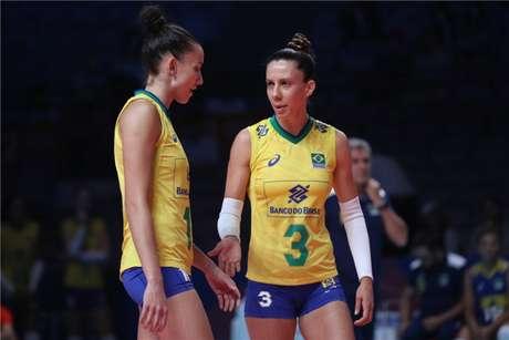 Macris e Gabi na partida contra as polonesas (FIVB Divulgação)