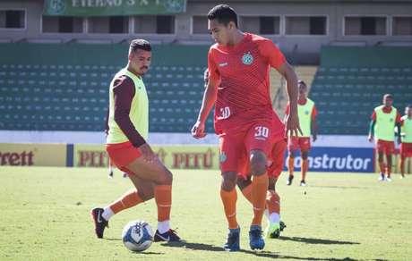 Igor Henrique comemorou a vitória sobre o Palmeiras no amistoso (Foto:Divulgação/Guarani