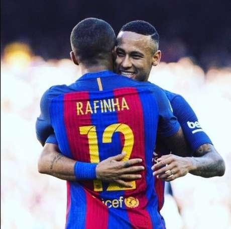 Rafinha e Neymar atuaram juntos no Barcelona entre 2013 e 2016 (Foto: Reprodução/Instagram)