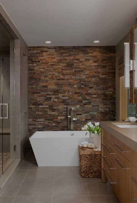 10. Uma das principais vantagens da pedra ferro é poder usá-la em praticamente todos os ambientes da casa – Foto: JERA Arquitetura e Engenharia