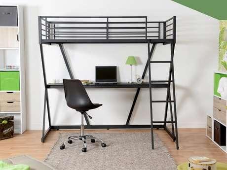 3. Cama beliche om escrivaninha preta embutida em sua estrutura. Fonte: Pinterest
