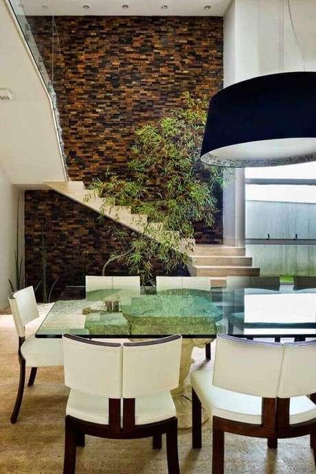 15. Decoração sofisticada para casa com parede com revestimento pedra ferro – Foto: Pietre Colorate Rivestimenti