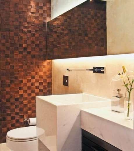 20. Decoração em tons neutros para banheiro com pedra ferro – Foto: Arquitetando um sonho