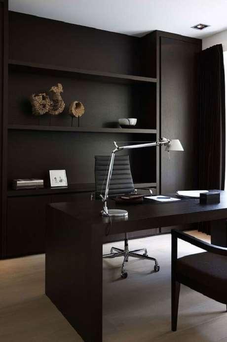20. Decoração minimalista com escrivaninha preta e luminária de mesa. Fonte: Pinterest