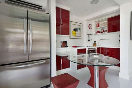 11. Os eletrodomésticos para cozinha podem ser combinados com outros itens do cômodo. Projeto por: Urbano Studio
