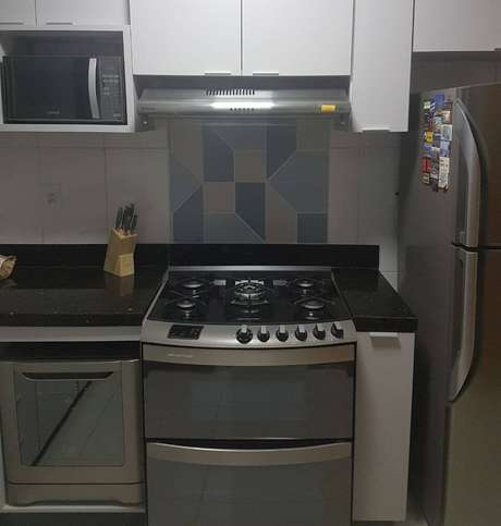 13. Os eletrodomésticos para cozinha embutidos são muito bons para otimizar espaço. Projeto por: Dayanne Andrade