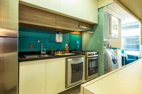 16. Os armários e outros itens podem ser combinados com os eletrodomésticos para cozinha. Projeto por: BY Arq&Design