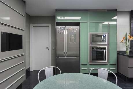 2. Eletrodomésticos para cozinha também podem ser itens de decoração. Projeto por: Maria Luisa Mendes