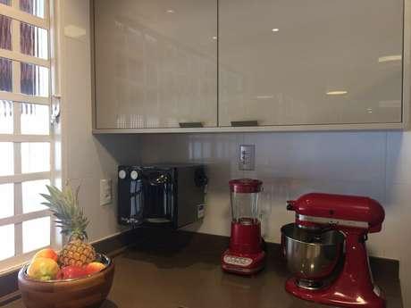 22. Muitos itens ficam ainda mais interessantes se combinados com alguns eletrodomésticos para cozinha. Projeto por: Lânia Lacorte