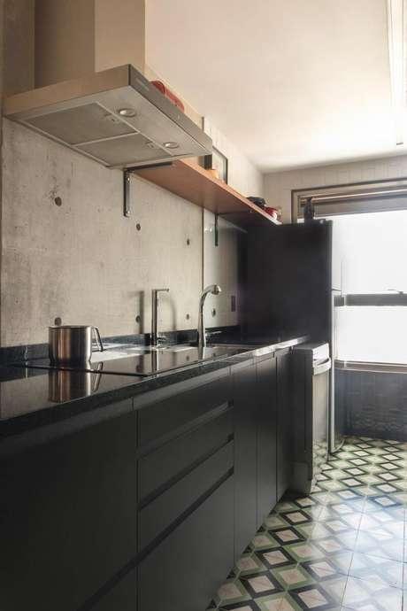 24. É importante que os eletrodomésticos para cozinha combinem com o restante do cômodo. Projeto por: INÁ Arquitetura