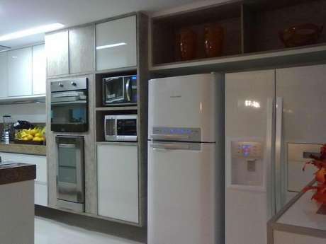 31. Muitos eletrodomésticos para cozinha podem ser necessários. Projeto por: Vanja Paes
