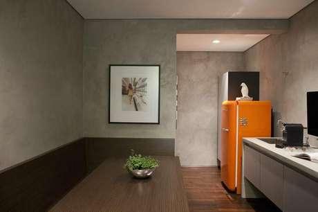 36. Eletrodomésticos para cozinha coloridos podem ser encontrados muito facilmente. Projeto por: Triplex Arquitetura