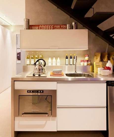 39. Também é interessante fazer dos eletrodomésticos para cozinha apenas detalhes na decoração. Projeto por: Basiches Arquitetos Associados