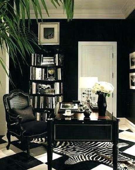 26. Escrivaninha preta com design clássico. Fonte: Doragoram