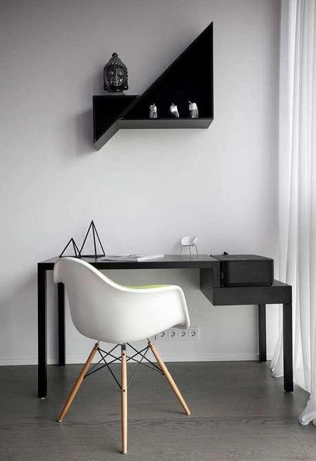 27. Escrivaninha preta com design minimalista. Fonte: Ideias Decor