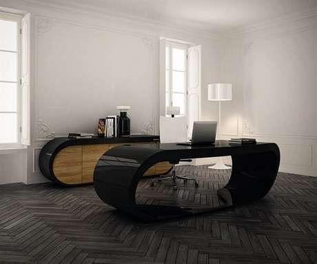 11. Escrivaninha preta com design orgânico arredondado. Fonte: Pinterest