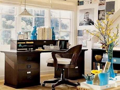 49.Mesa preta com gavetas e nichos. Fonte: Pinterest