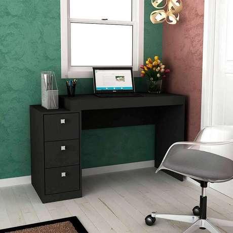 4. Escrivaninha preta com três gavetas e nicho. Fonte: Pinterest