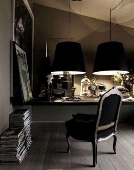 37.Mesa preta suspensa com cadeira refinada. Fonte: Pinterest