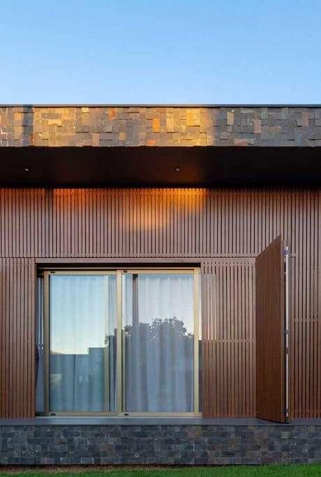 29. Use a pedra ferro fachada mesclando com outros tipos de materiais – Foto: Pinterest
