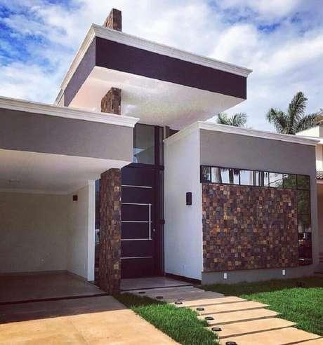 30. Arquitetura moderna para fachada com pedra ferro – Foto: Bruna Matins