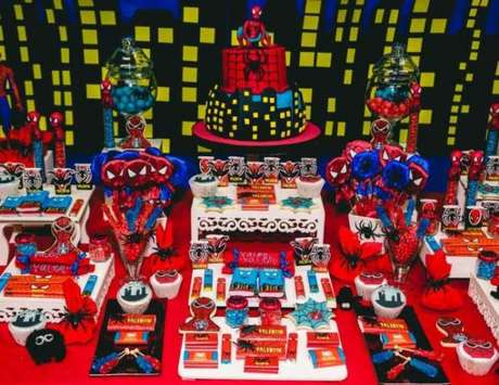 37. Os temas de festa infantil com super heróis são ainda mais personalizadas – Por: Pinterest