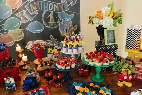 13. Mesa de doces do mickey, um dos temas de festa infantil mais procurado – Por: Studio Gamarano