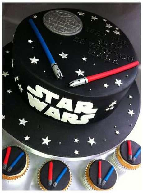 16. Bolo inspirado em temas de festa infantil Star Wars – Por: Pinterest