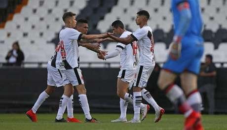 Titulares e reservas utilizados na partida contra o Atlético-GO estão garantidos no grupo (Rafael Ribeiro/Vasco)