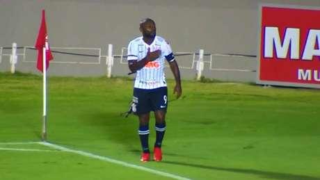Vagner Love comemora o gol feito no primeiro tempo (Reprodução)